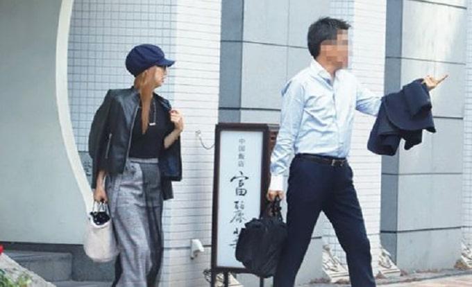 岩崎恭子と不倫相手のフラッシュ画像