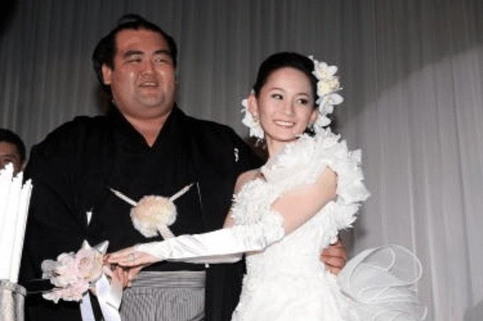 琴奨菊と嫁の画像