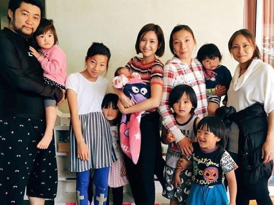 大家族 尾崎家と紗栄子の画像