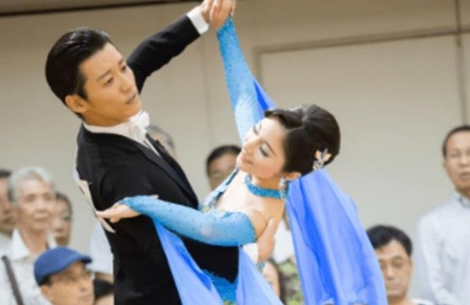 山本アナと市來玲奈の社交ダンス画像